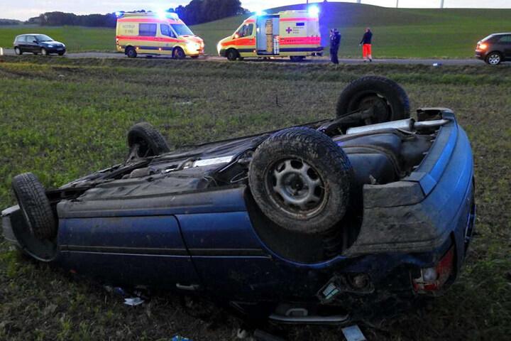 Der Crash soll sich ereignet haben, nachdem der Wagen einen anderen Pkw überholte.