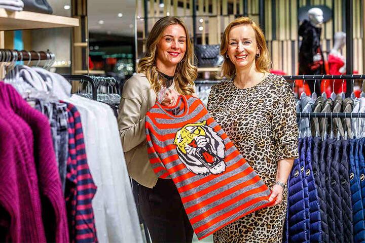 Bis zu 150 ausgewählte Marken werden angeboten. Geschäftsführerin Sanja Hafke (29, links) zeigt stolz die angebotene Bekleidung.