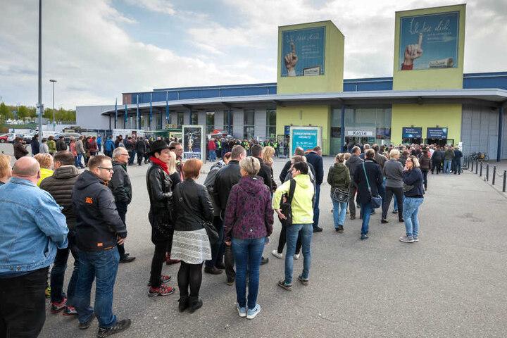8000 Fans standen vor der Chemnitz-Arena Schlange, um den Panikrocker zu sehen.