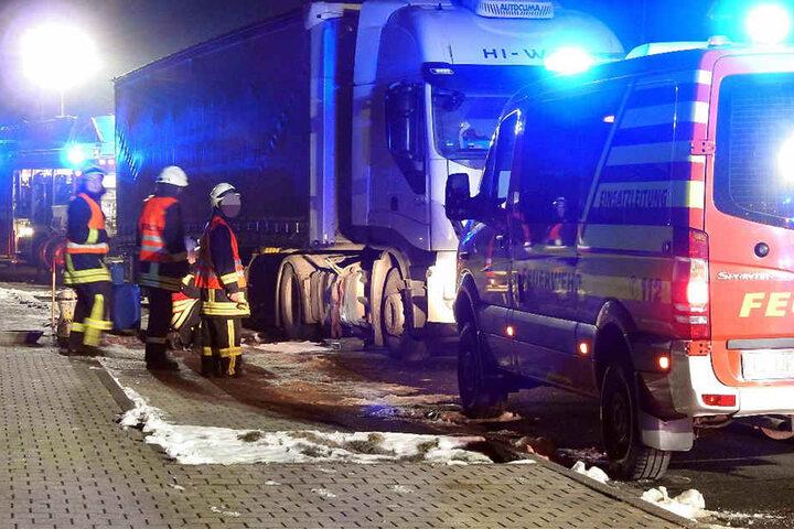Bis tief in die Nacht hinein waren die Einsatzkräfte mit der Reparatur beschäftigt.