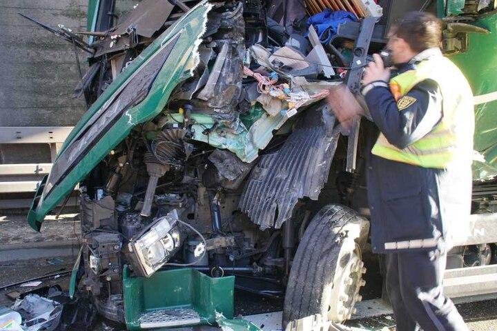 Der Lkw erlitt Totalschaden.