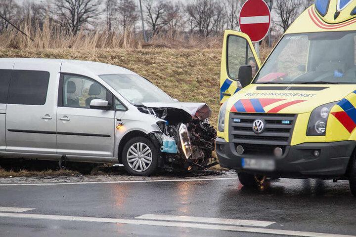 Der VW Caddy hätte eigentlich Vorfahrt gehabt, wurde von der Polo-Fahrerin übersehen.