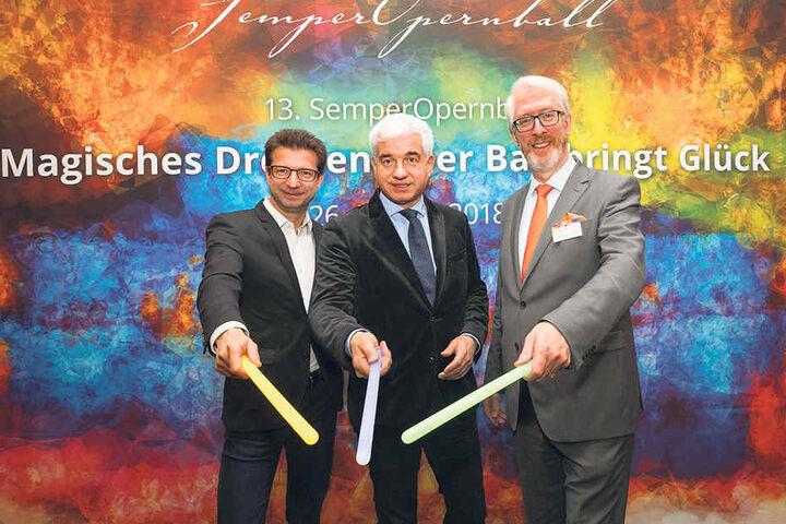 Magisches Dresden: Opernball-Macher Hans-Joachim Frey (M.) mit MDR-Programmdirektor Wolf-Dieter Jacobi (l.) und Georgsorden-Schmied Juwelier Georg H. Leicht (r.).