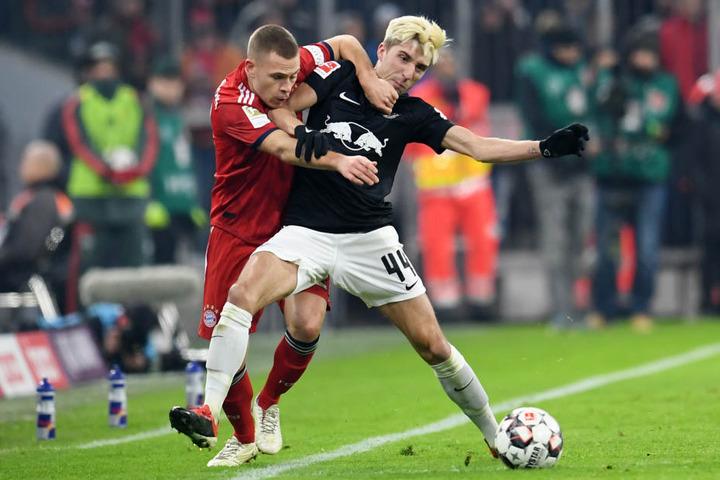 Der FC Bayern (hier Joshua Kimmich, l.) und RB Leipzig (hier Kevin Kampl) lieferten sich am Mittwochabend einen packenden Fight.