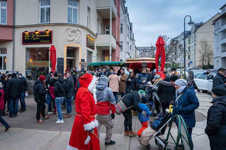 """Anwohner und Händler feiern am Wochenende gemeinsam den """"EinhundertMeterWeihnachtsmarkt"""" auf dem Kaßberg."""