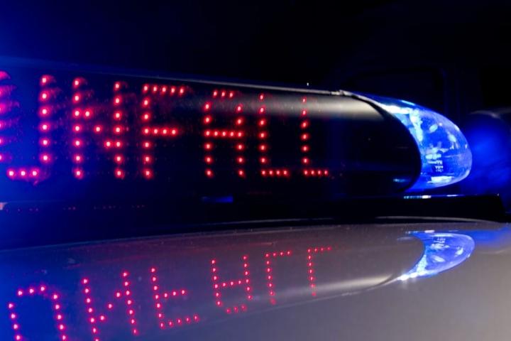 Mitten in der Nacht raste der 49-Jährige in die Leitplanke. (Symbolbild)