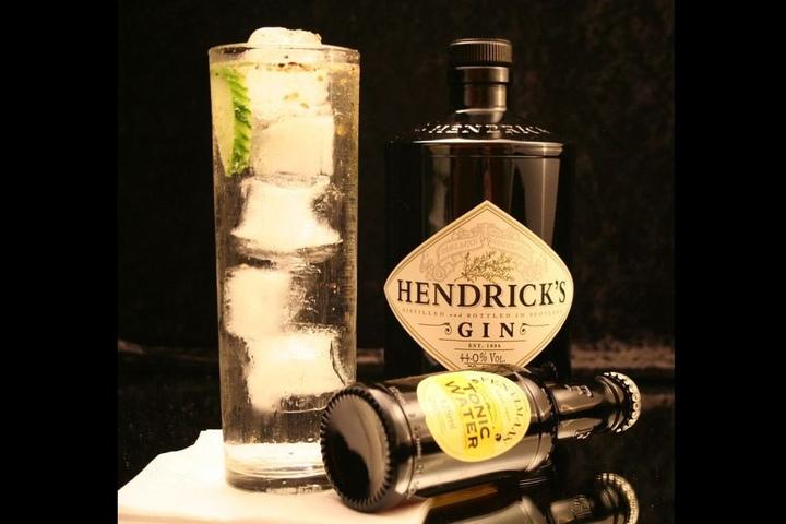 Hendrick's Gin im Gin Tonic mit Gurke. Tipp: Lasst die Gurke weg!
