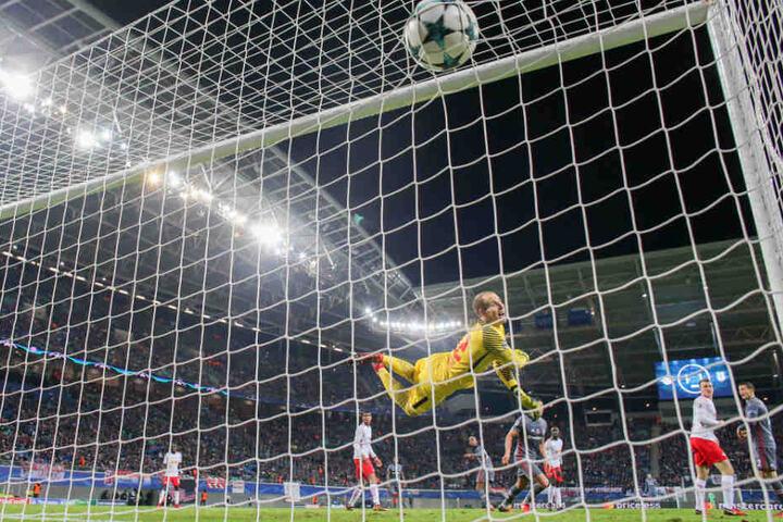 Gulacsi wechselte im Sommer 2015 von Red Bull Salzburg zu dem Red-Bull-Verein in Leipzig. Zuvor sammelte er einige Jahre Erfahrungen im englischen Fußball, unter anderem auch beim FC Liverpool.