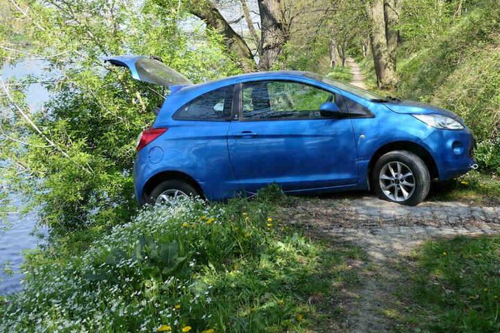 Glück im Unglück: Der Ford rutschte nicht ins Wasser.
