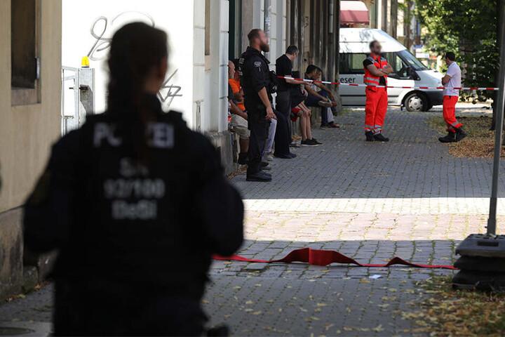 Die Polizei riegelte die betroffenen Orte ab.