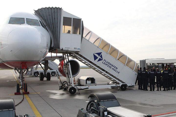 Abschiebung am Airport Leipzig/Halle: Wer sich ihr mutmaßlich entziehen will,  ist ein Kandidat für den Ausreisegewahrsam.