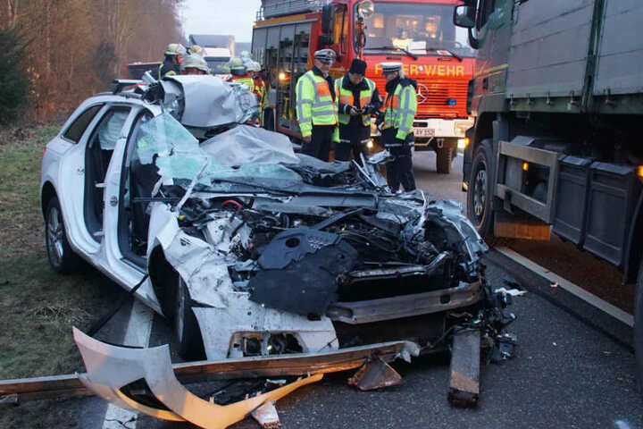 Der Fahrer kam bei dem Unfall ums Leben.