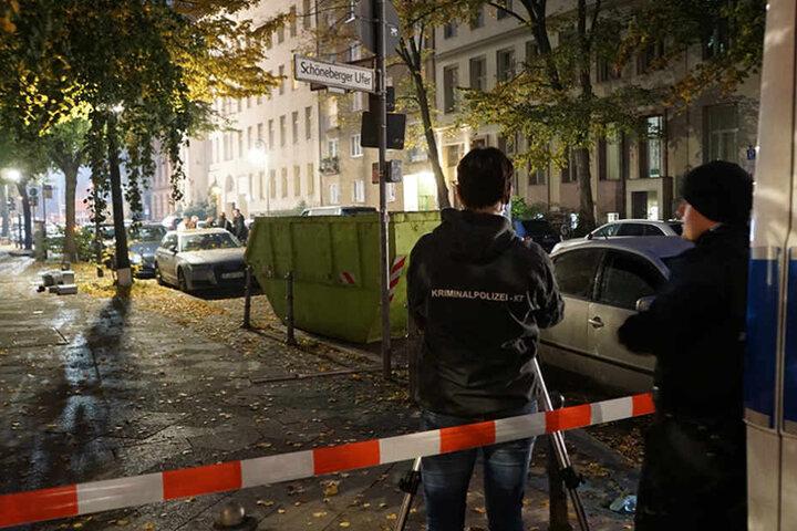 Kriminaltechniker untersuchten den Tatort.