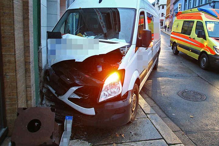 Der Fahrer hatte offenbar gesundheitliche Probleme, als er die Kontrolle über sein Fahrzeug verlor.