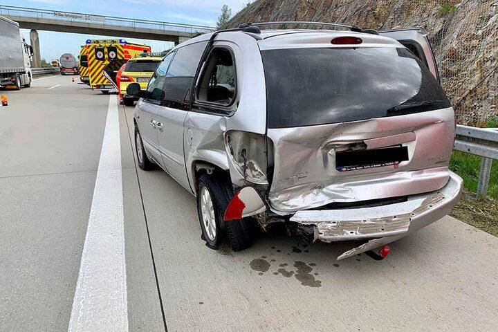 Der Chrysler wurde beim Crash stark beschädigt.