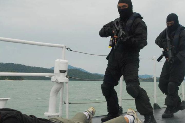 Das Militär greift hart gegen die Terroristen durch. Hier bei einer Festnahme 2015 auf Jolo Island.