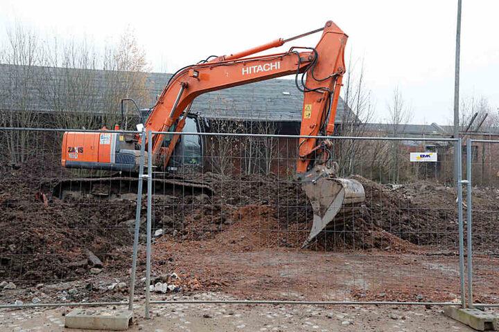 Bei Baggerarbeiten an der August-Bebel-Straße wurde eine Granate gefunden.