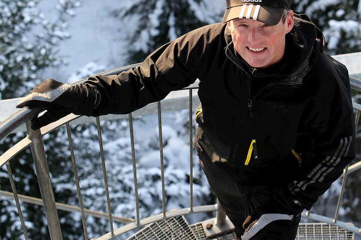 So oft wie Frank Müller (54) hat noch niemand den Aussichtsturm im Rabensteiner Wald erstiegen.