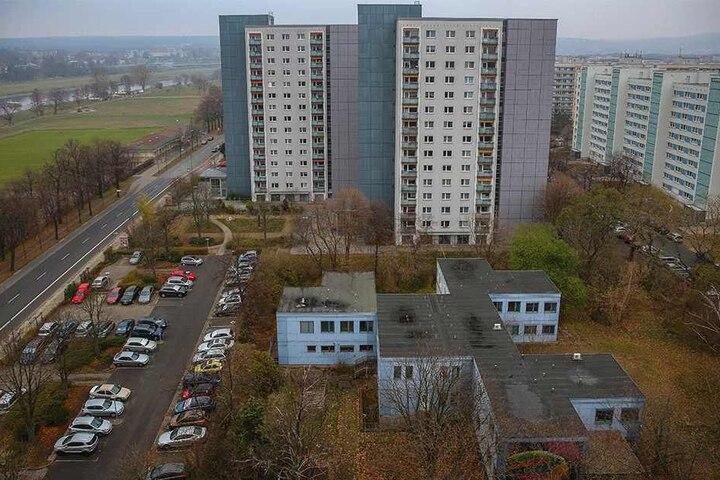 Die alte Kita an der Florian-Geyer-Straße kommt weg. Das neue Hochhaus soll so weit wie möglich nach rechts rücken.