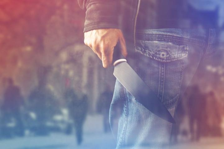 Als der Streit eskalierte, zog einer der Bewohner plötzlich ein Messer. (Symbolbild)