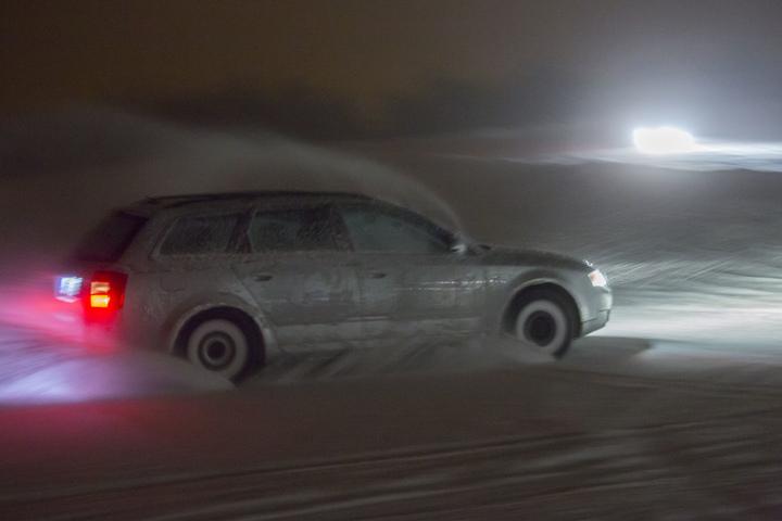 Schon in der Nacht zu Mittwoch fegte ein heftiger Schneesturm über den Fichtelberg.