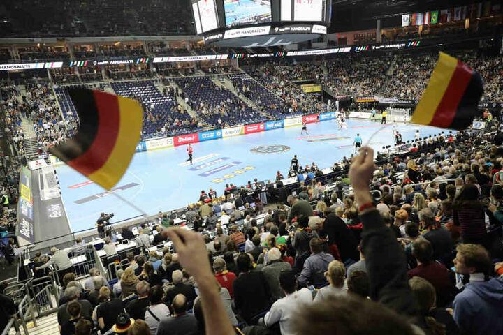 Die Stimmung in der Lanxess-Arena in Köln ist bei den Spielen ohrenbetäubend.