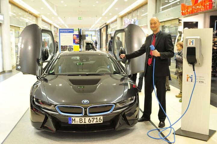Centermanager Jörg Knöfel ist schon lange Fan von Elektroautos.
