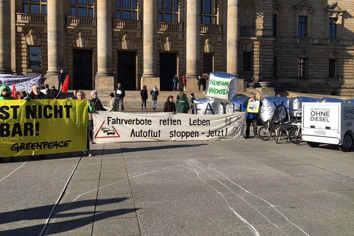 Die Botschaft ist klar: Das Fahrverbot für Deutschland soll kommen.