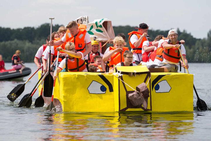 20 Passagiere brachte das selbst gebaute Boot über den See.