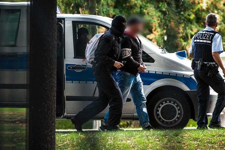 """Haftvorführung eines mutmaßlichen """"Revolution Chemnitz""""-Mitglieds: Sachsen will konsequenter gegen Rechtsextremisten vorgehen."""