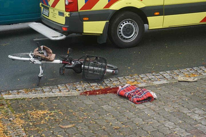 Die Fahrradfahrerin (70) überlebte den Unfall nicht.