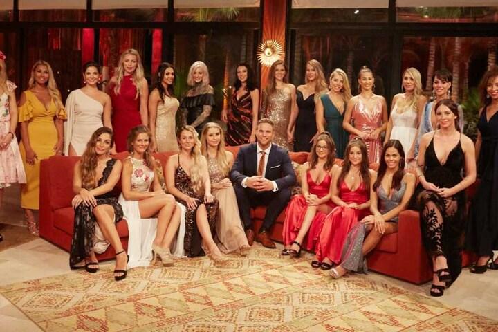 22 Mädels wollen eine Rose von Sebastian.