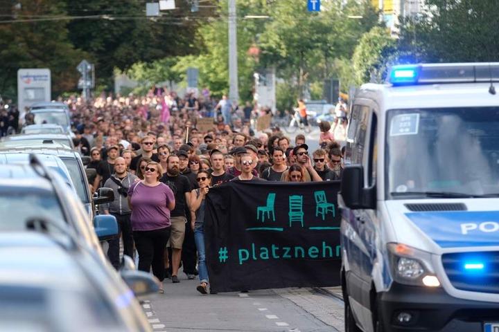 Mehrere Hundert demonstrierten gegen Rechts.