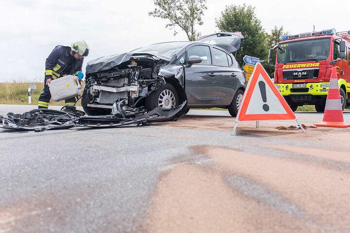 Auch der zweite Opel wurde stark beschädigt.