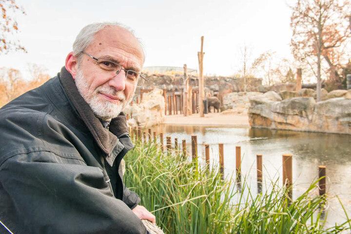 Der Zoologische Leiter Wolfgang Ludwig (59) ist froh, dass Tembo es langsam angehen lässt.