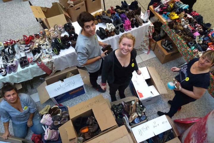 Kleidung, Schuhe, Handtaschen, Bücher, Spielzeug, Kunst und und und ... Auf dem Pfennigbasar wird jeder fündig.