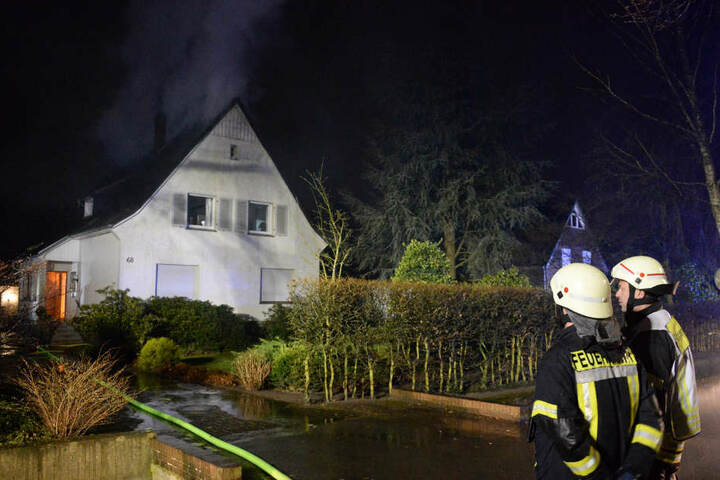 Mehr als 60 Feuerwehrleute kämpften gegen die Flammen.