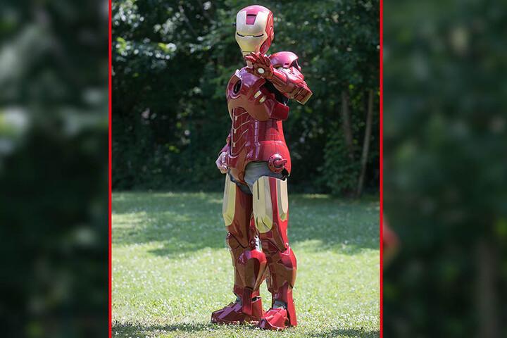 Der Dresdner Rocco Zschuppe verbirgt sich im detailgetreu nachgebauten Ironman-Anzug.