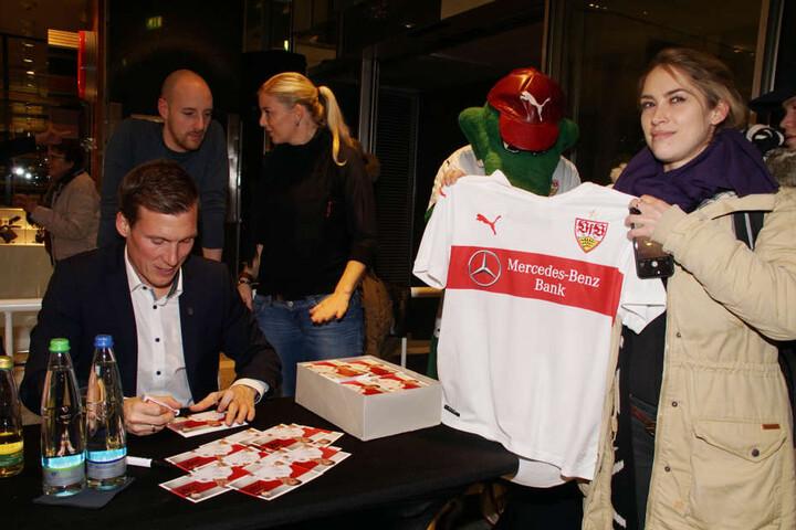 Hannes Wolf auf seiner letzten Autogrammstunde des VfB Stuttgart am letzten Mittwoch.