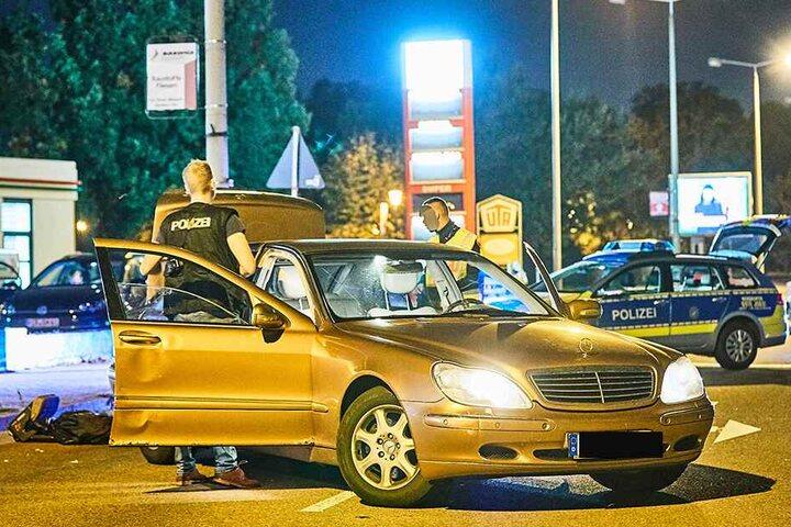 Auf der Höhe einer Tankstelle wurde der Mercedes angehalten.