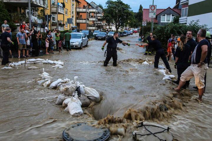 Die Wassermassen strömten durch die Straßen der Stadt Hagen.