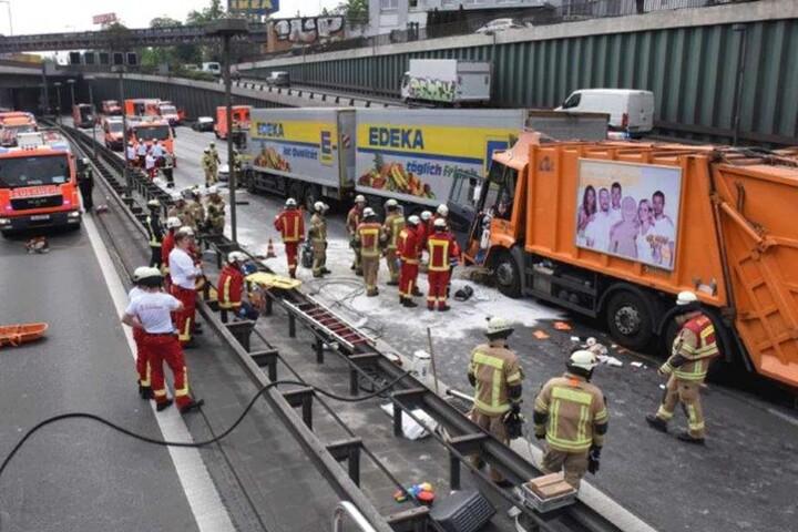 Insgesamt zehn Menschen wurden bei dem Crash verletzt. Die Autobahn konnte erst nach zehn Stunden wieder freigegeben werden.
