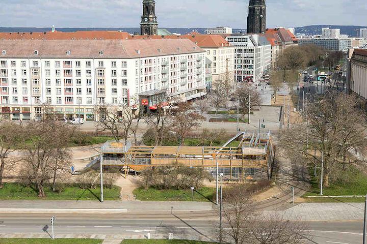 Der Spielplatz an der Wallstraße ist noch bis Ostern zu großen Teilen mit  Zäunen abgesperrt.