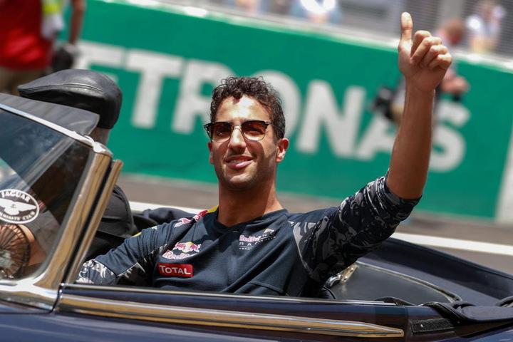 Ricciardo freut sich über den Sieg.