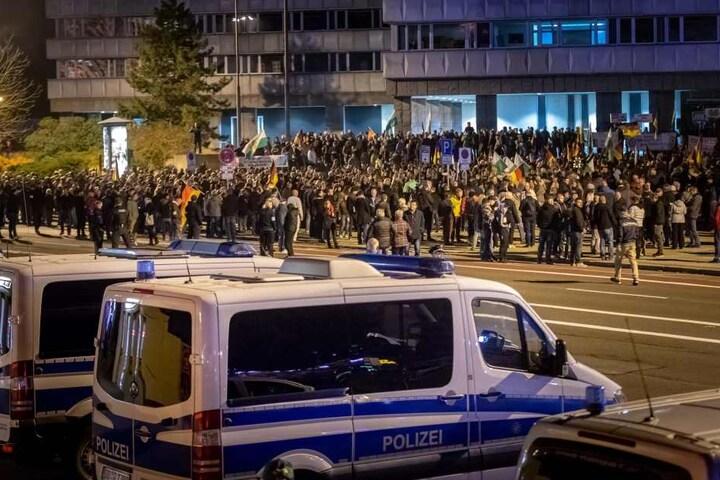 An der Demo vom Pro Chemnitz nahmen etwa 1200 Personen teil.