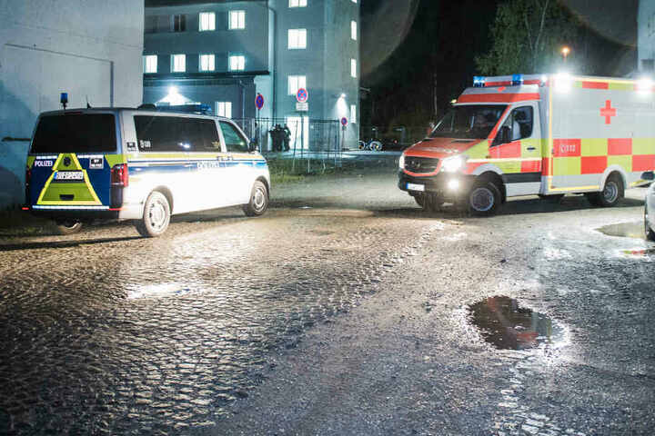 Die Polizei und der Rettungsdienst waren nach einer Schlägerei in Deggendorf im Einsatz.