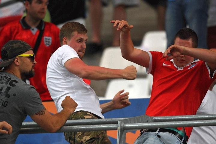 Russen und Engländer waren vor allem während des Europameisterschaftsspiels ihrer Mannschaften in Marseille heftig aneinander geraten.