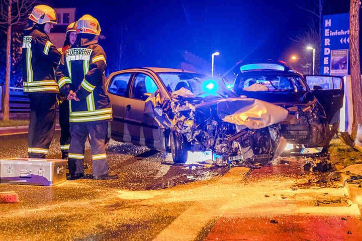 Sowohl am Kia, als auch am Peugeot entstand Totalschaden.