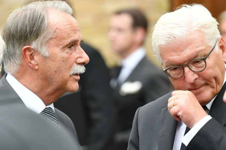 Trauergäste: Bundespräsident Frank-Walter Steinmeier (61, SPD, re.) und Klaus-Dieter Lehmann (77), Präsident des Goethe-Instituts.