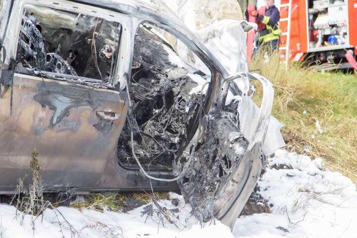 Susann Grummts VW brannte bei dem Unfall am Sonntag vollkommen aus.